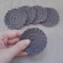 Kép 3/3 - Kézműves horgolt arctisztító korong organikus pamutból, szürke színű 5db